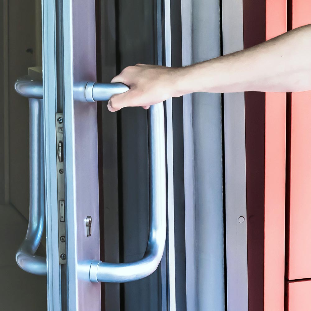 Zasuwnice w drzwiach aluminiowych